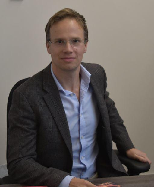 Mr Chris James, Consultant Orthopaedic Surgeon